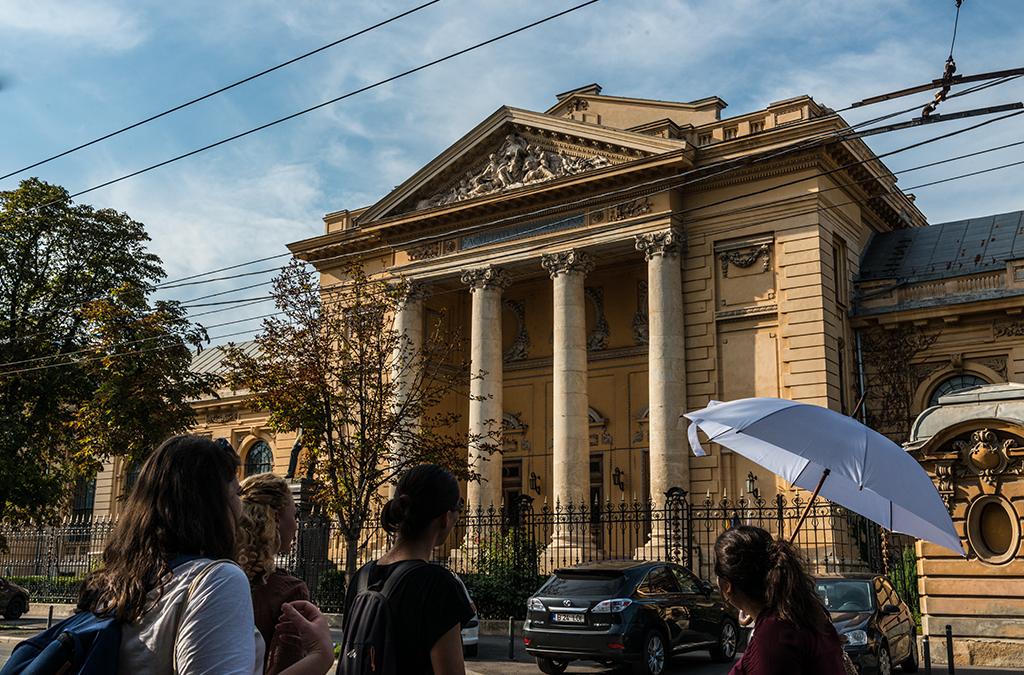 """""""Consultaţie"""" culturală gratuită pe străzile cu nume de doctori din Cartierul Cotroceni"""